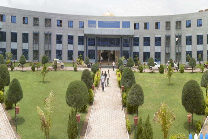 https://cache.careers360.mobi/media/colleges/social-media/media-gallery/3929/2018/10/14/Campus View of LDRP Institute of Technology and Research Gandhinagar _Campus-View.jpg